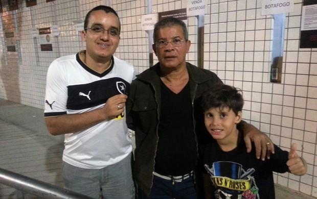 Thiago e Edielson e Erick torcedores Botafogo (Foto: Thales Soares)