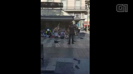 VÍDEO: brasileira registra momentos após van atropelar pedestres