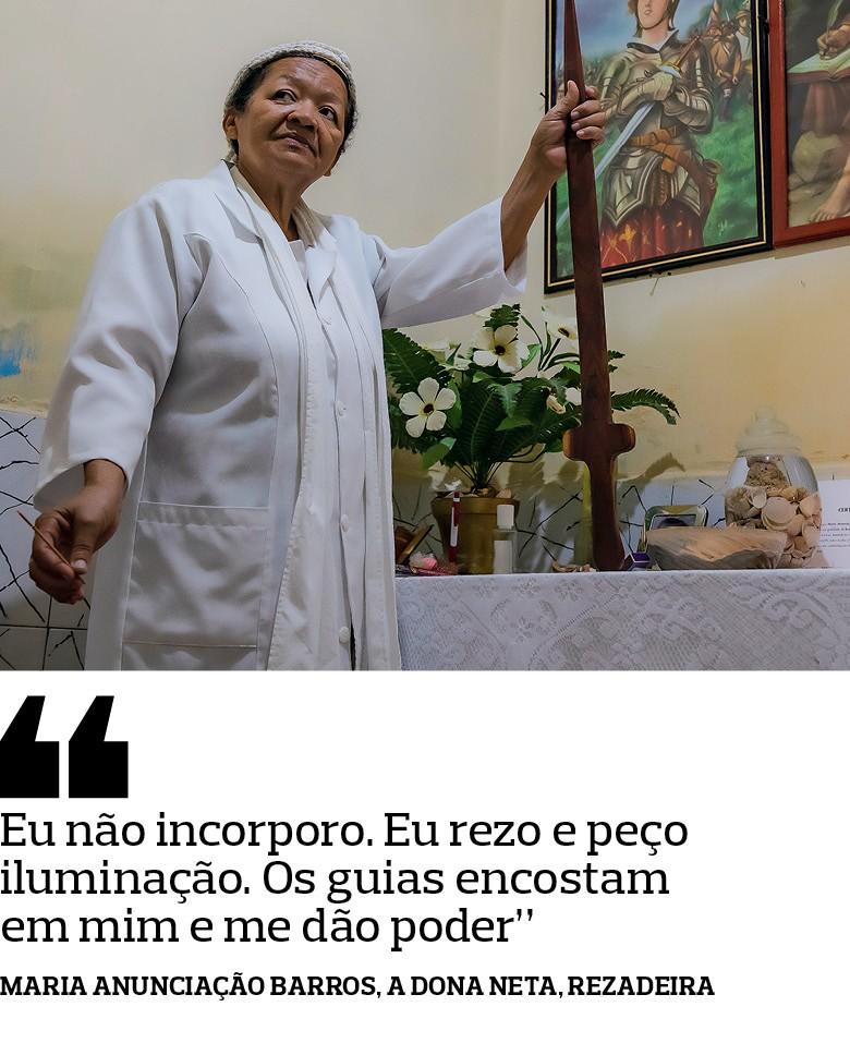 Maria Anunciação Barros, a Dona Neta, Rezadeira - Com orações, cantos, raízes e garrafadas,  elas preservam os saberes e as práticas da Caatinga (Foto: José Medeiros)