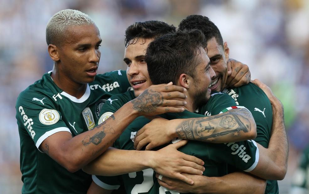 Jogadores do Palmeiras comemoram gol marcado por Raphael Veiga — Foto: Cesar Greco/Ag. Palmeiras