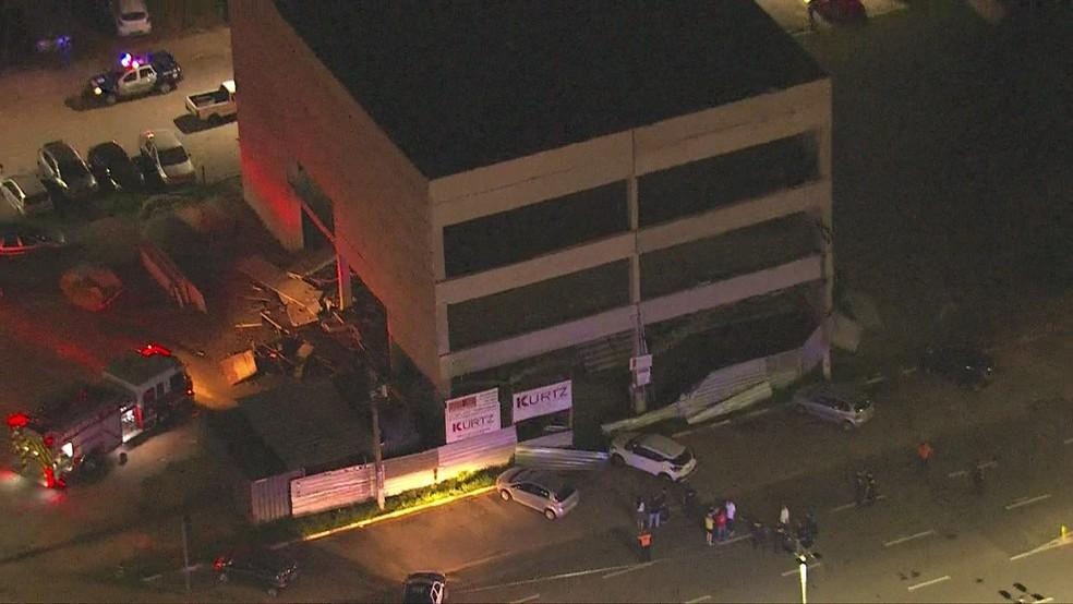 Prédio em construção localizado no Centro de Barueri desabou parcialmente.  — Foto: Reprodução/TV Globo