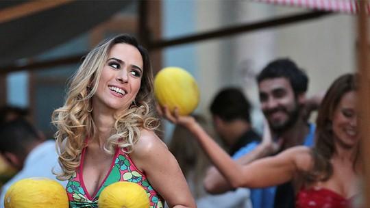 Final de 'Haja Coração': Fedora e Leozinho viram feirantes na Zona Leste