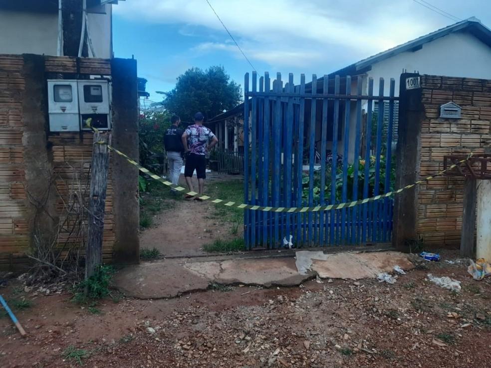 Mulher foi assassinada a tiros na tarde deste sábado (20) em Colíder, no norte de Mato Grosso — Foto: Nortão Online