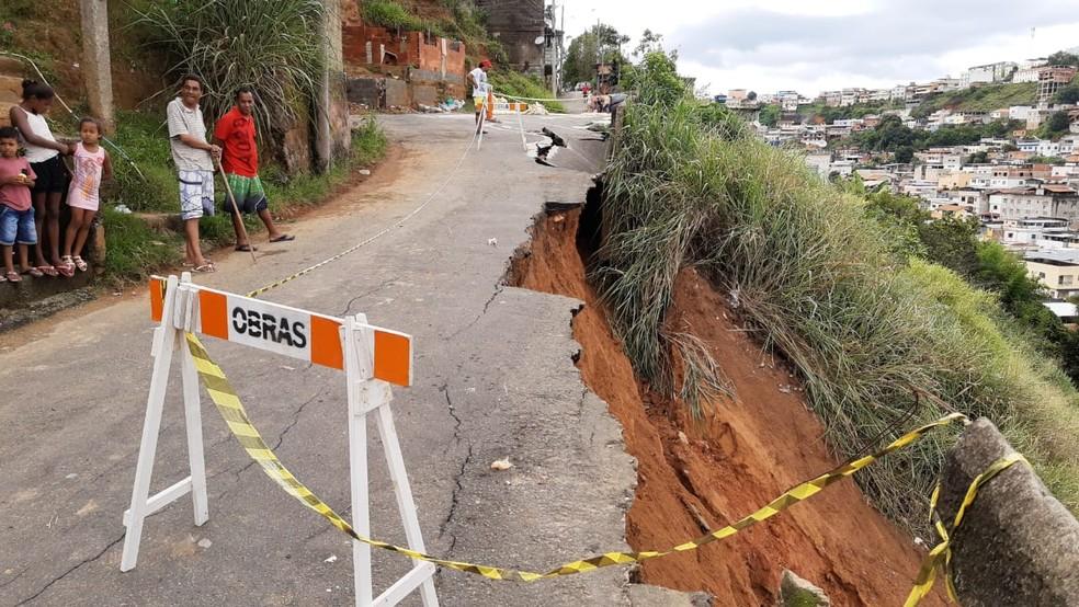 Deslizamento de terra é registrado em Juiz de Fora depois de chuva — Foto: Gabriel Landim/G1