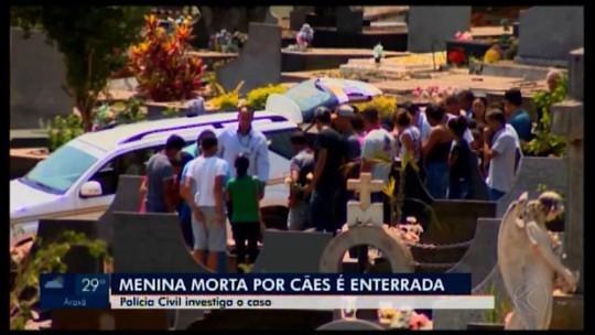 Menina que morreu após ser atacada por cães é enterrada em Pará de Minas