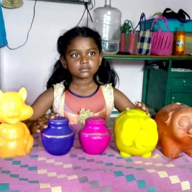 Anupriya doou o dinheiro de seu cofrinho para vítimas de enchentes na Índia (Foto: Reprodução/Twitter)