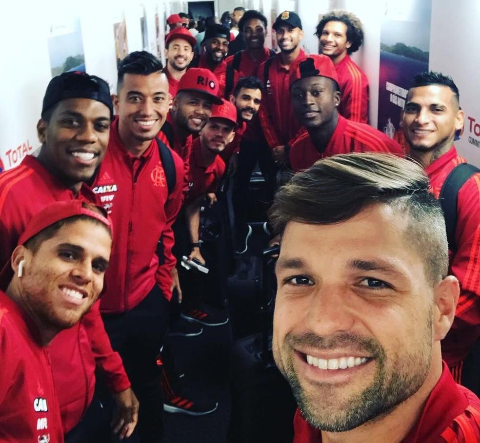 Flamengo embarcou para Porto Alegre na manhã desta terça-feira (Foto: Twitter Flamengo)