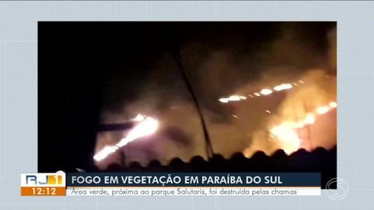 Incêndio atinge área verde próxima ao Parque Salutaris, em Paraíba do Sul