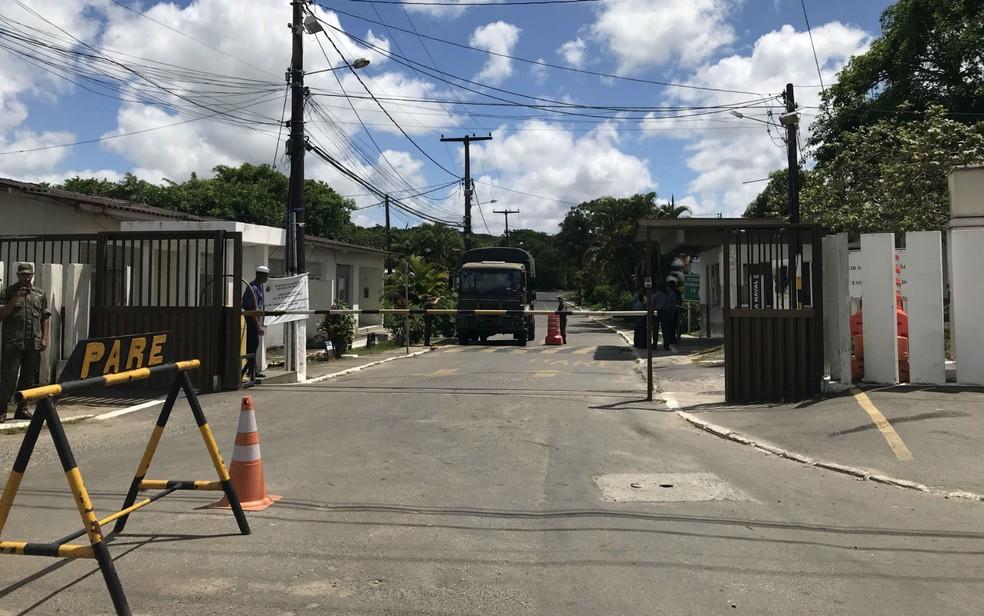 Entrada para o Quilombo Rio dos Macacos é controlada pela Marinha — Foto: Itana Alencar/G1 BA