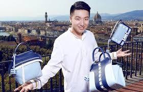 O influenciador Tao Liang lançou uma marca de bolsas em 2018. O estoque dos produtos acabaram em 12 minutos (Foto: Reprodução)