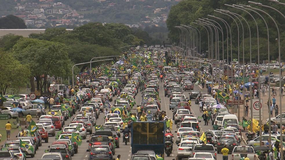 Manifestação pró-Bolsonaro em Brasília — Foto: Reprodução/TV Globo