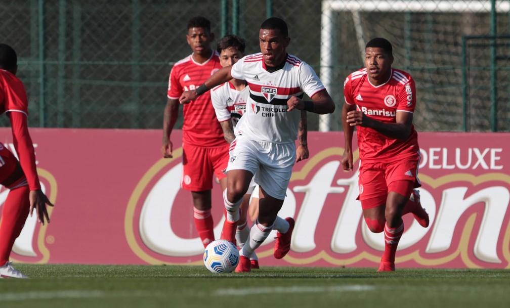 Juan, que estava no sub-20, pode entrar na lista da Libertadores — Foto: Rubens Chiri/saopaulofc.net