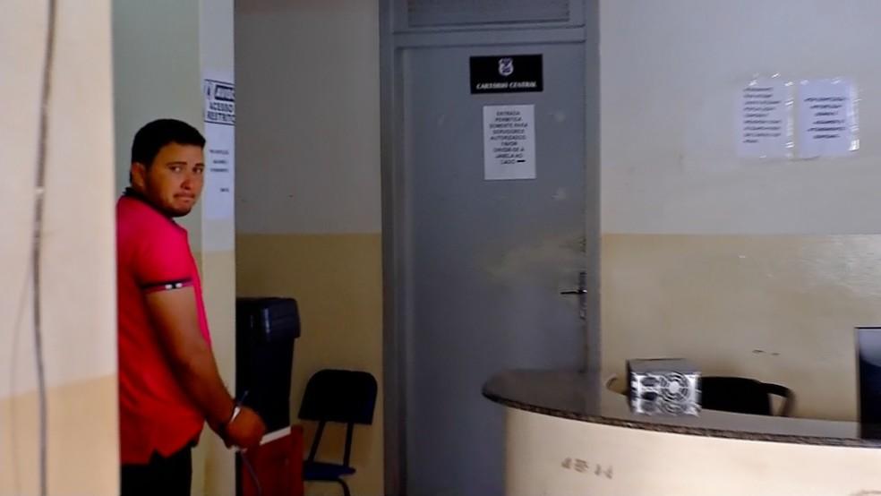 Erivaldo Vital, de 27 anos, foi preso no dia do crime — Foto: TVCA/ Reprodução