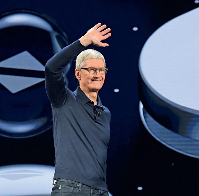 Por suceder Jobs, Tim Cook carrega um peso que nenhum outro CEO carrega (Foto: David Paul Morris/ Bloomberg/ Getty Images)