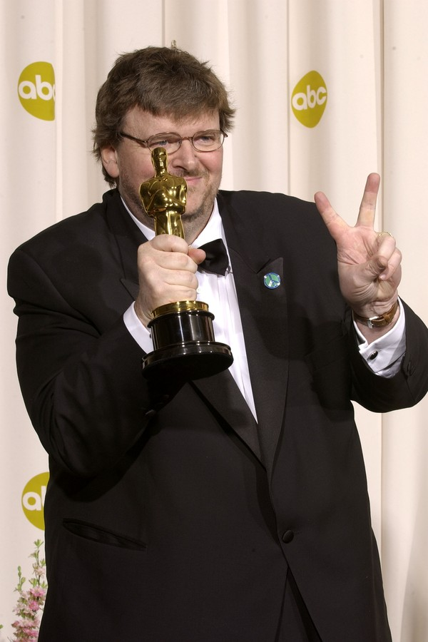 Michael Moore no Oscar 2003 (Foto: Getty Images)