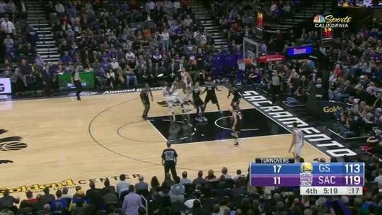 Com final de arrepiar, Warriors vencem batalha emocionante contra os Kings em Sacramento