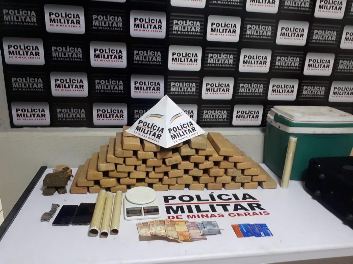 Dupla é flagrada com mais de 50 barras de maconha em Uberlândia