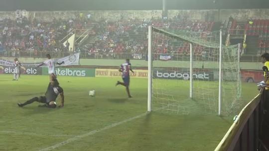 """Juninho admite atuação """"um pouco abaixo"""" e vê confronto com Galvez para ganhar moral"""