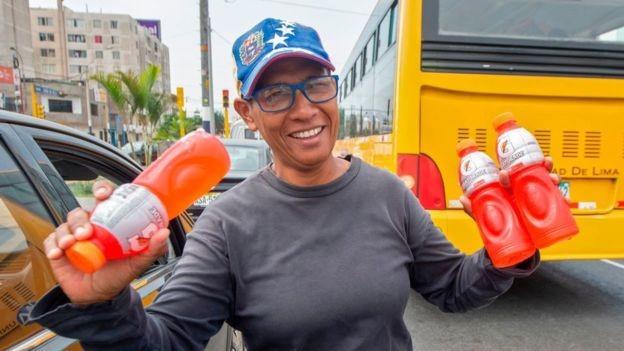 Venezuelanos apostam no mercado informal para ganhar a vida no Peru (Foto: Getty Images/BBC)