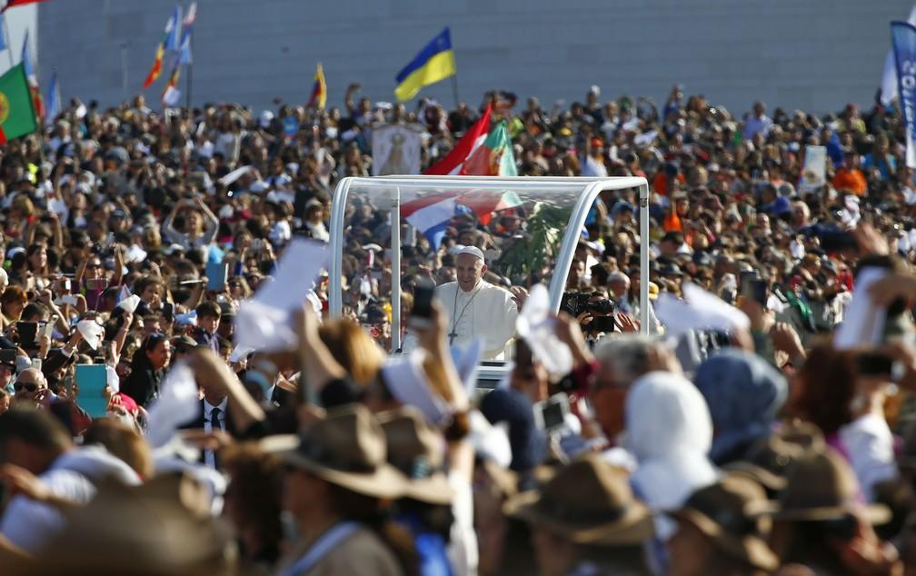 Papa chega ao santuário de Fátima (Foto: Tony Gentile/Reuters)