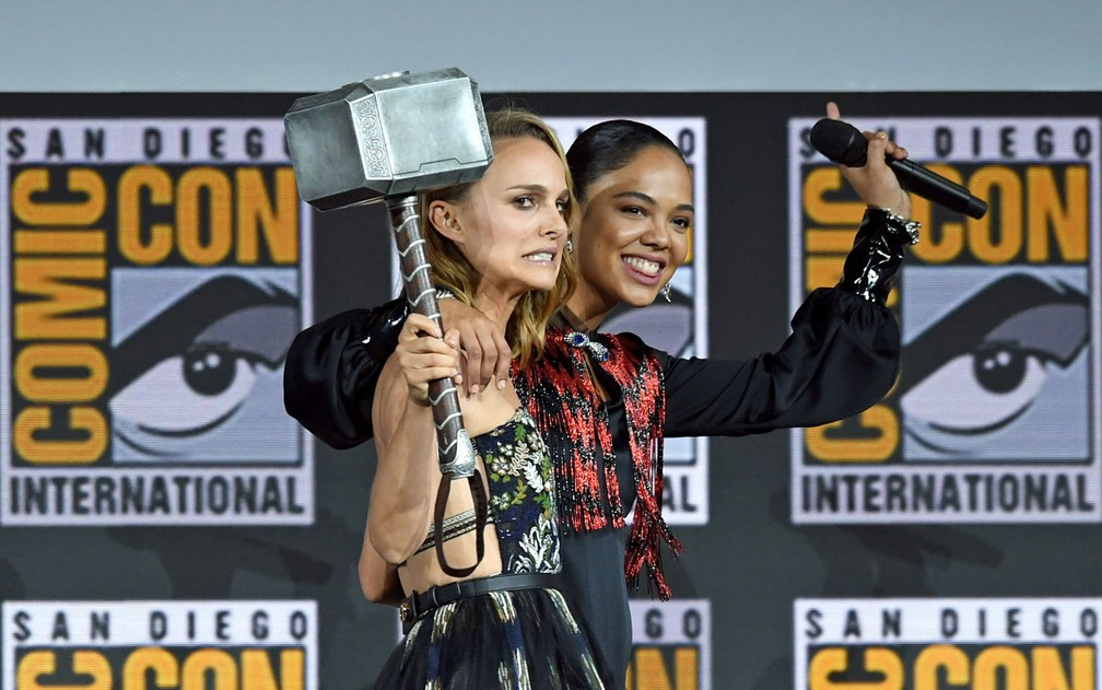 Natalie Portman e Tessa Thompson estarão juntos na quarta parte da saga sobre Thor, que terá o título 'Thor: love and thunder' — Foto: Kevin Winter / Getty Images / AFP Photo