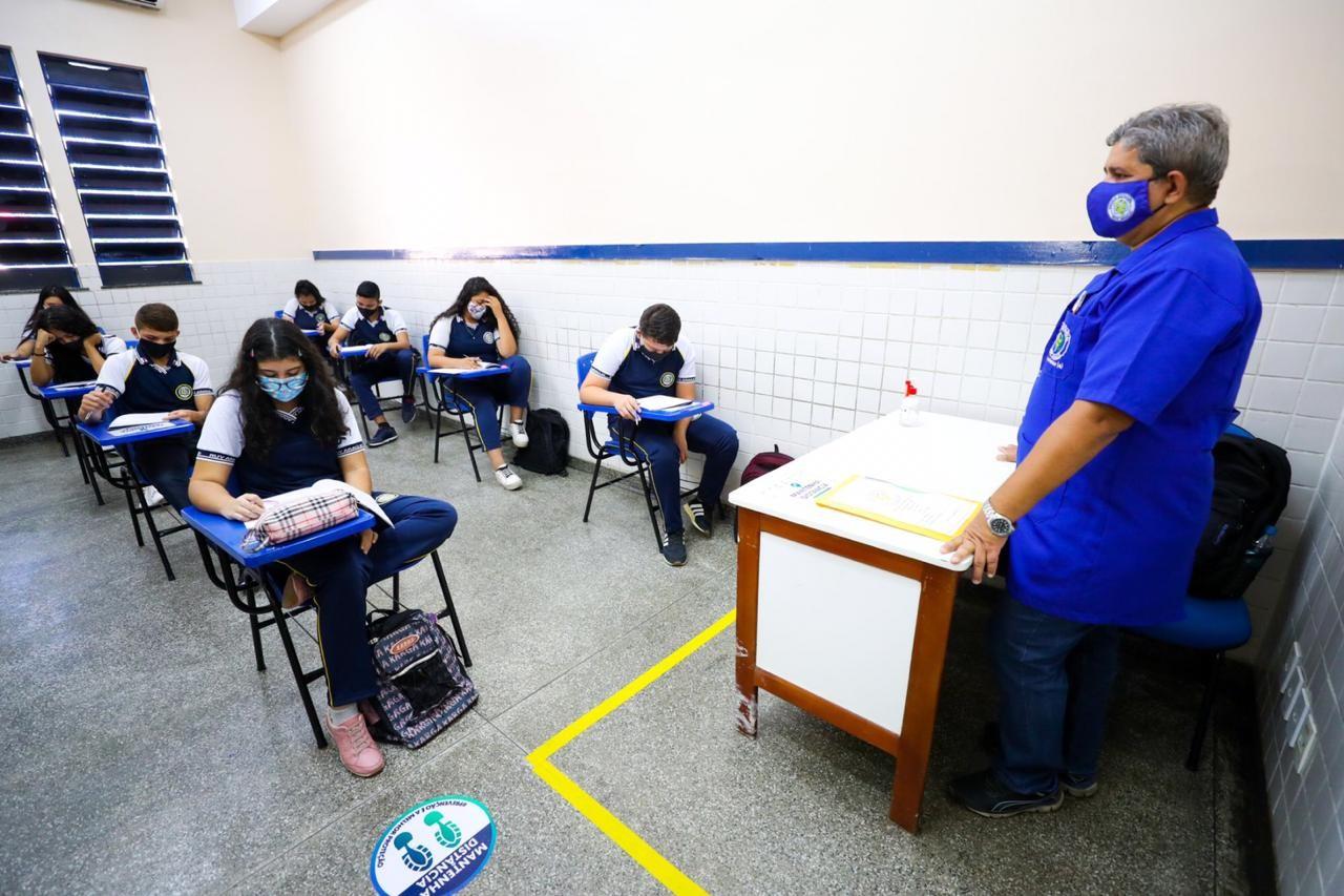 Testagem em massa já identificou 3.393 casos de Covid-19 em profissionais da educação no AM