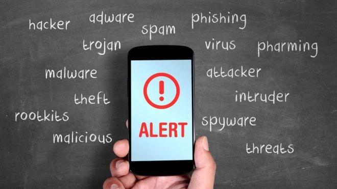 Às vezes, a promessa de solução para problemas frequentes pode esconder vírus ou sobrecarregar ainda mais os celulares (Foto: Getty Images via BBC News Brasil)