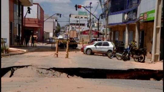 Ponte interditada após chuva deverá ser reconstruída em Nova Serrana