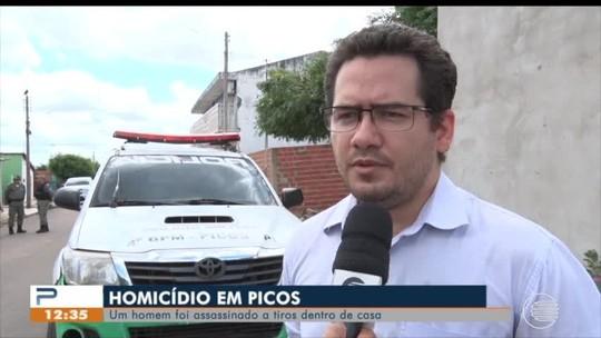 Homem é assassinado a tiros dentro de casa e mulher fica ferida no Sul do Piauí