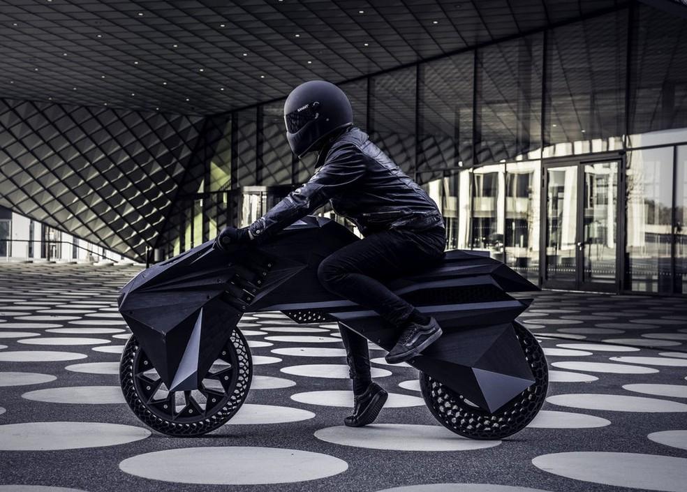 Nera tem design futurista e até pneus impressos que não precisam de ar — Foto: Divulgação/BigRep