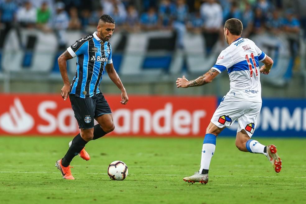 Michel substituiu Matheus Henrique e fez belo lançamento para o gol de Alisson — Foto: Lucas Uebel/Grêmio/Divulgação