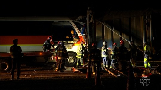 Passageira de ônibus que bateu em treminhão na Castello Branco é enterrada em Cerquilho