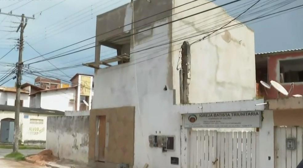 Homem morre eletrocutado durante obra em Piatã, bairro de Salvador . — Foto:  Reprodução / TV Bahia