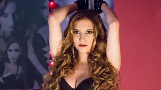 Em 'Pé na Cova', Abigail sensualizou no pole dance; reveja as apresentações da stripper!