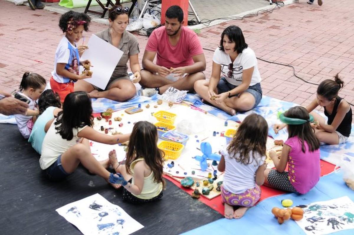 Praça de Maricá, RJ, é palco da terceira edição da Festa Literária