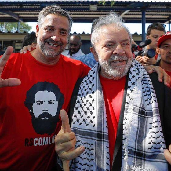O deputado federal Paulo Pimenta e o ex-presidente Lula em caravana pelo sul do país (Foto: Reprodução/Facebook)