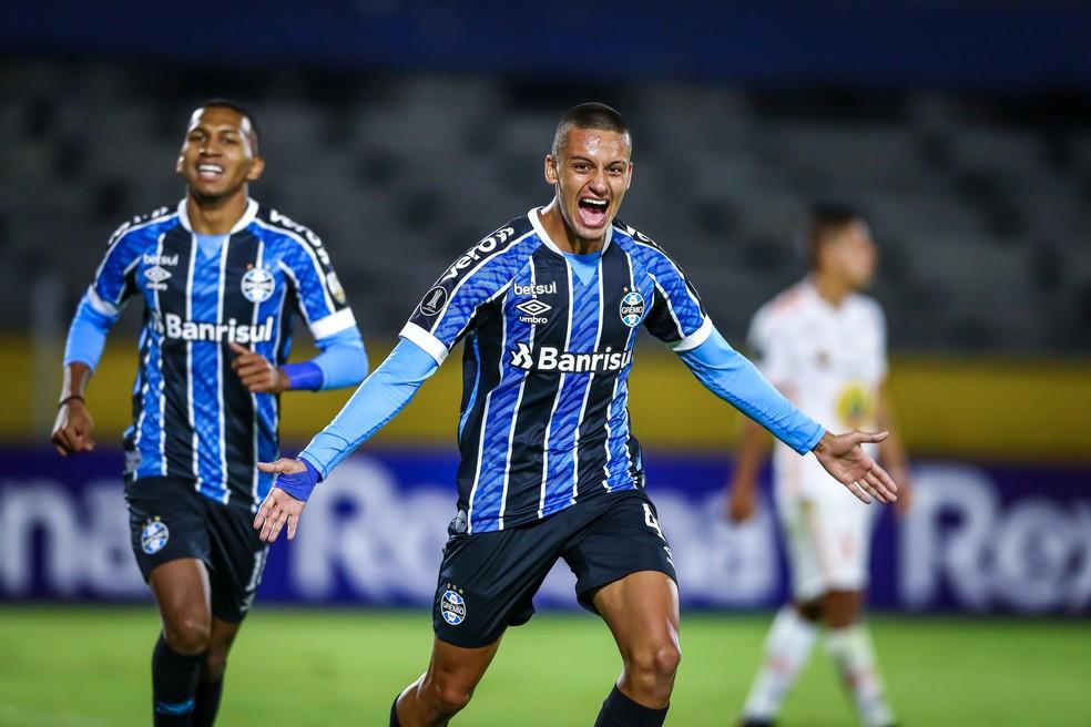 Ricardinho comemora primeiro gol pelo Grêmio — Foto: Lucas Uebel/DVG/Grêmio