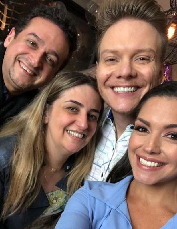 Michel Teló e Tahis Fersoza com convidados na festa de 2 anos de Melinda (Foto: Reprodução/Instagram)
