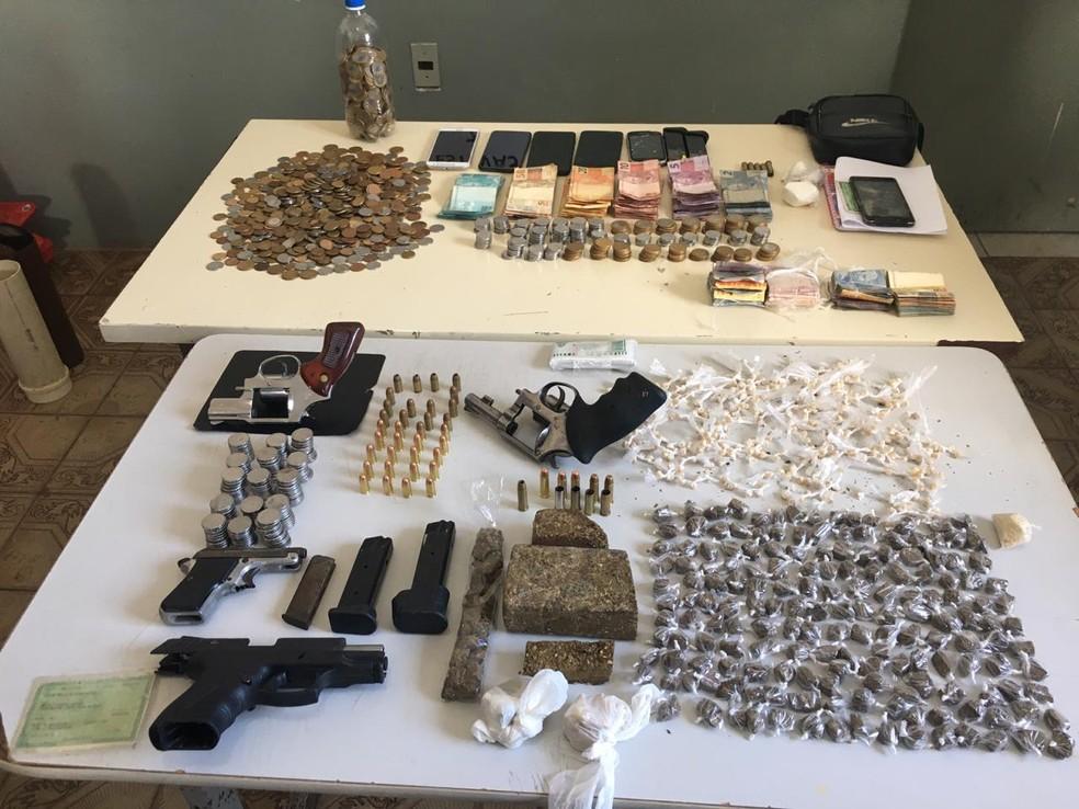 Polícia apreendeu armas e drogas em Extremoz — Foto: Polícia Militar/Divulgação