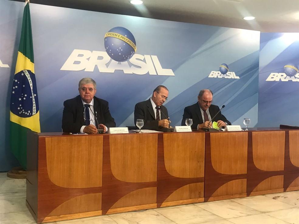 Ministros deram entrevista coletiva no Palácio do Planalto após reunião para tratar da greve dos caminhoneiros (Foto: Guilherme Mazui / G1)