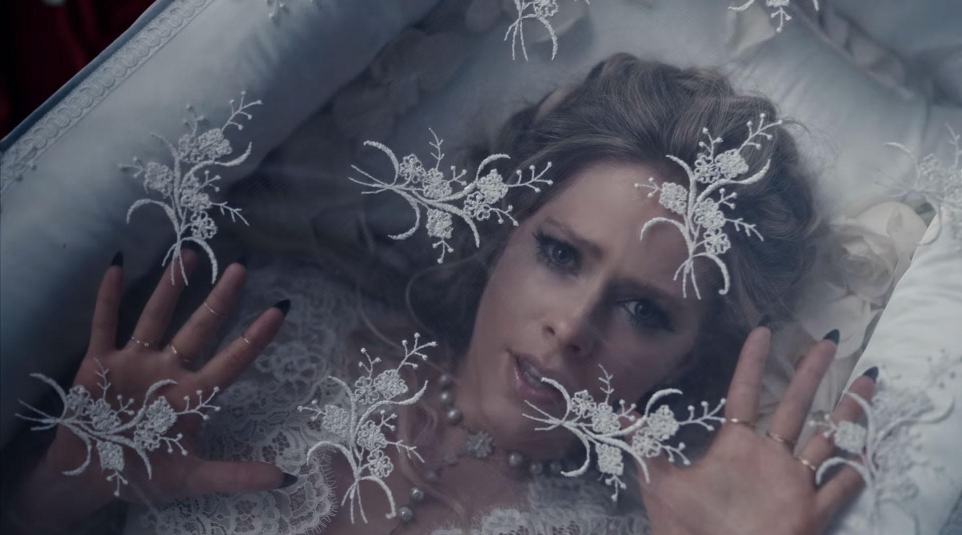 Avril Lavigne lança clipe de 'I fell in love with the Devil' - Notícias - Plantão Diário