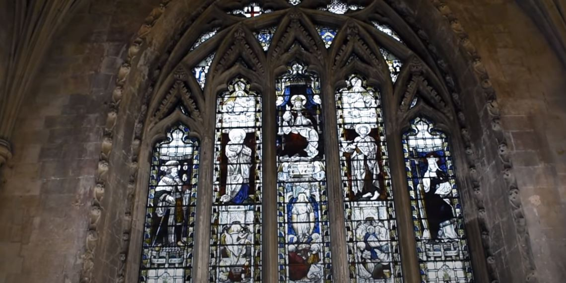 A Catedral de St. Albans, no Reino Unido, passou por uma restauração iniciada em junho de 2019 (Foto: St Albans Cathedral/Reprodução/Youtube)