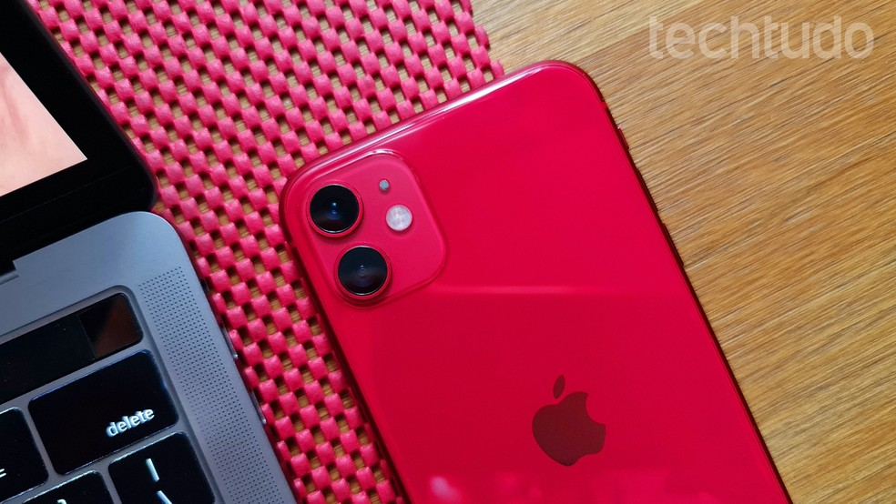 iPhone 11 tem câmera dupla reforçada pelas recursos de processamento da Apple — Foto: Thássius Veloso/TechTudo