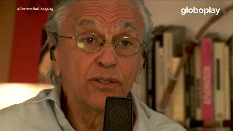 Caetano Veloso dá voz às dores e delícias do Brasil em live com filhos e  tributo a Moraes Moreira