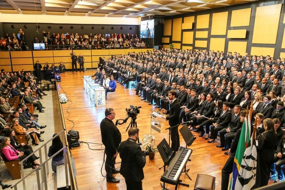 Meiriely participou da formatura na última segunda-feira (8), mas não pode tomar posse — Foto: Gustavo Mansur/ Palácio Piratini