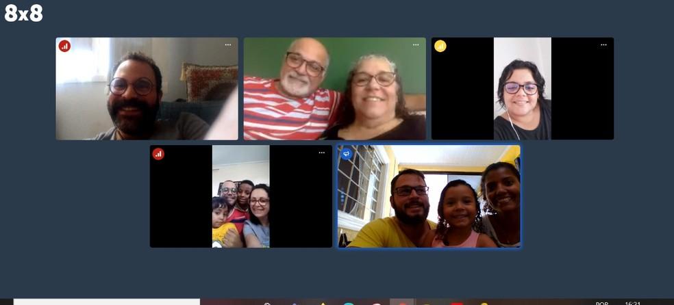 Chamada de vídeo para aniversário virtual de Sandra Andrade; em imagem de arquivo — Foto: Reprodução