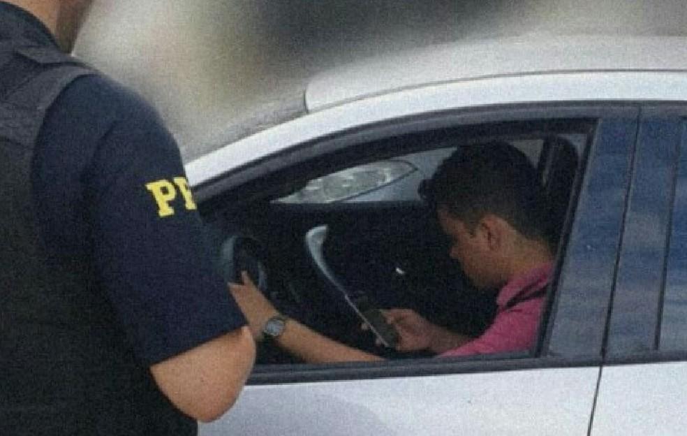 PRF diz que foca em ações educativas para tentar reduzir uso de celular por motoristas  — Foto: Nucom/PRF-AC