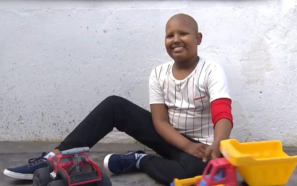 Ítalo Ribeiro, de 13 anos, está com câncer e faz tratamento no Martagão Gesteira, em Salvador — Foto: Reprodução/TV Bahia