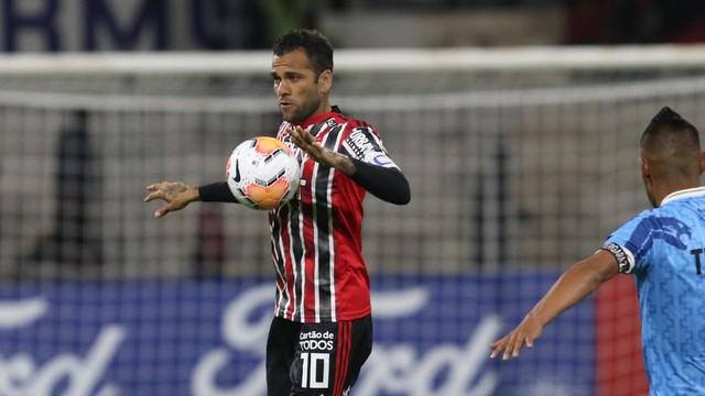 Daniel Alves em ação pelo São Paulo na Libertadores