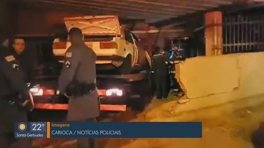 Motorista fica preso às ferragens após caminhão invadir casa em São João da Boa Vista